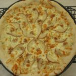 pear, gorgonzola pizza