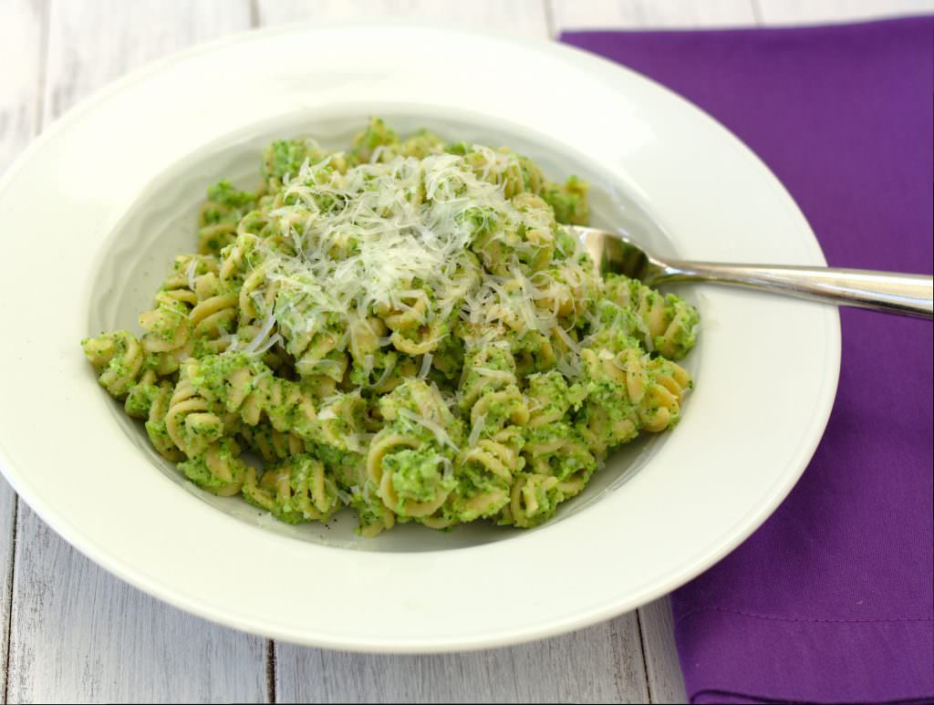 Broccoli Pesto Pasta - your whole family will LOVE this healthy pasta dish! | Kristine's Kitchen