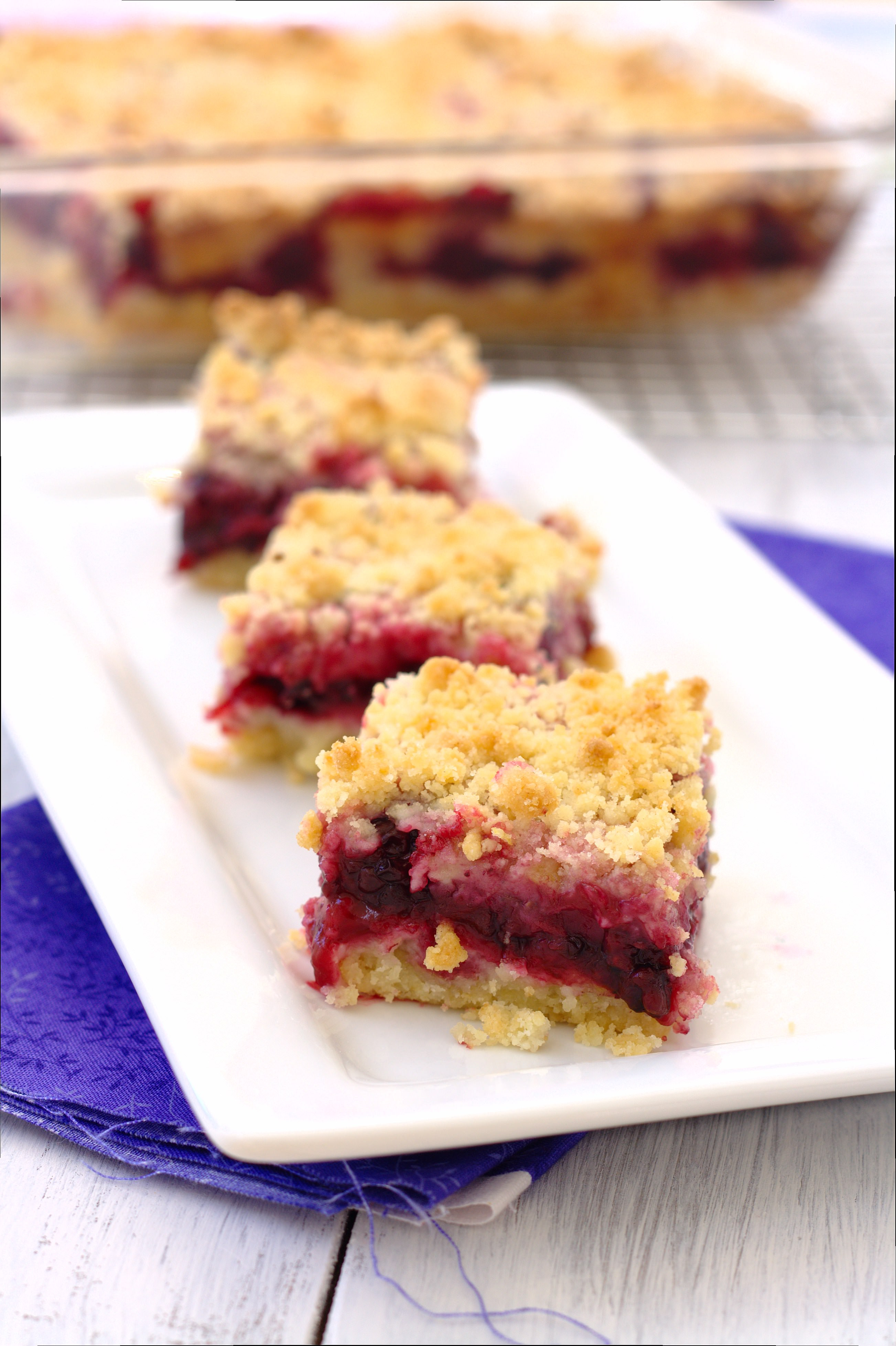 These Blackberry Crumb Bars are irresistible, especially topped with a ...