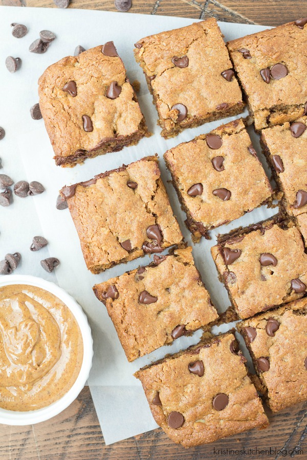 Almond Butter Oat Chocolate Chip Blondies. Soft and chewy cookie bars with a subtle caramel flavor!  Gluten-free.