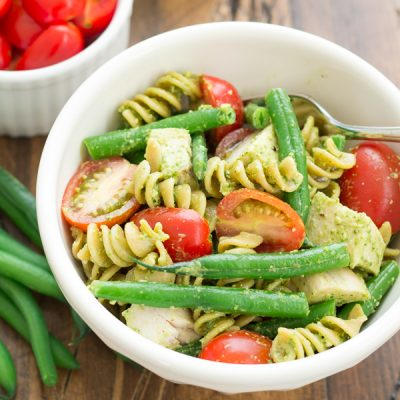 Spinach Pesto Pasta with Fresh Green Beans and Chicken