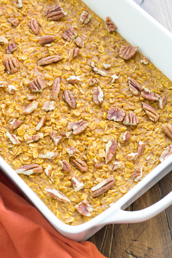 This Pumpkin Pecan Baked Oatmeal is a healthy and delicious way to eat ...