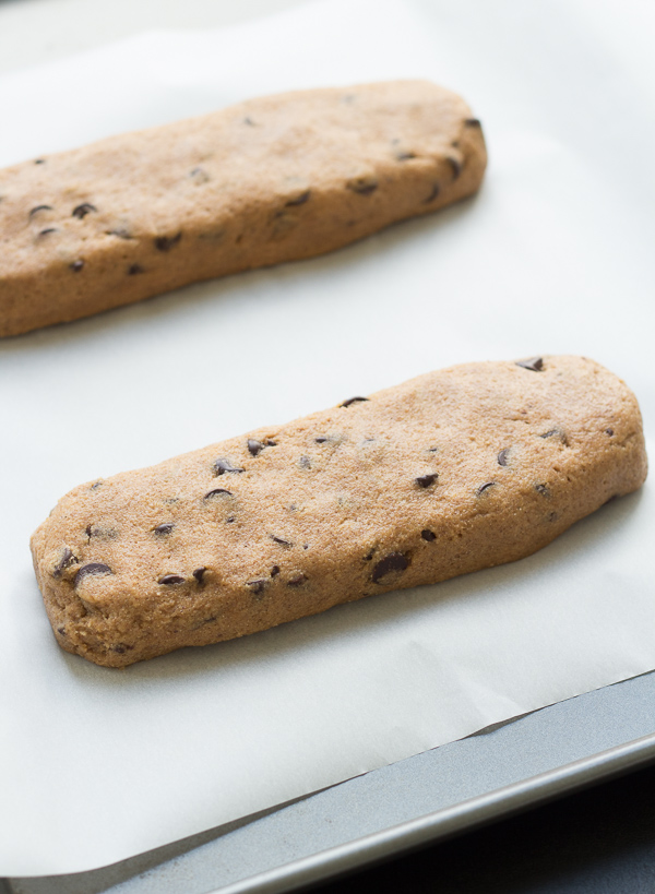 Cinnamon Dark Chocolate Chip Biscotti – these crunchy cookies are so ...
