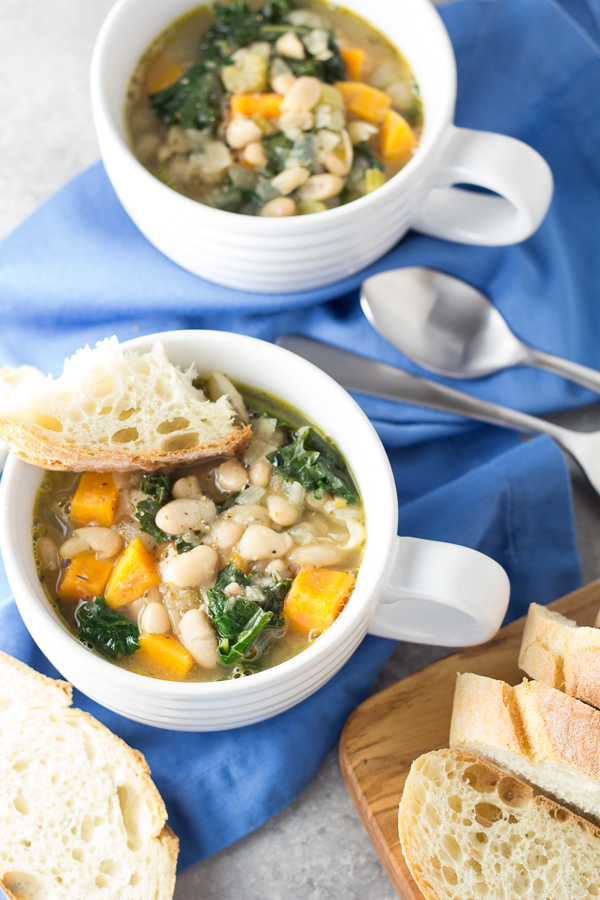 This healthy 30 Minute Tuscan White Bean and Kale Soup is vegetarian ...