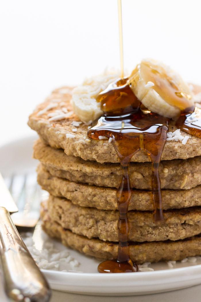 vegan-cinnamon-oatmeal-quinoa-pancakes-3