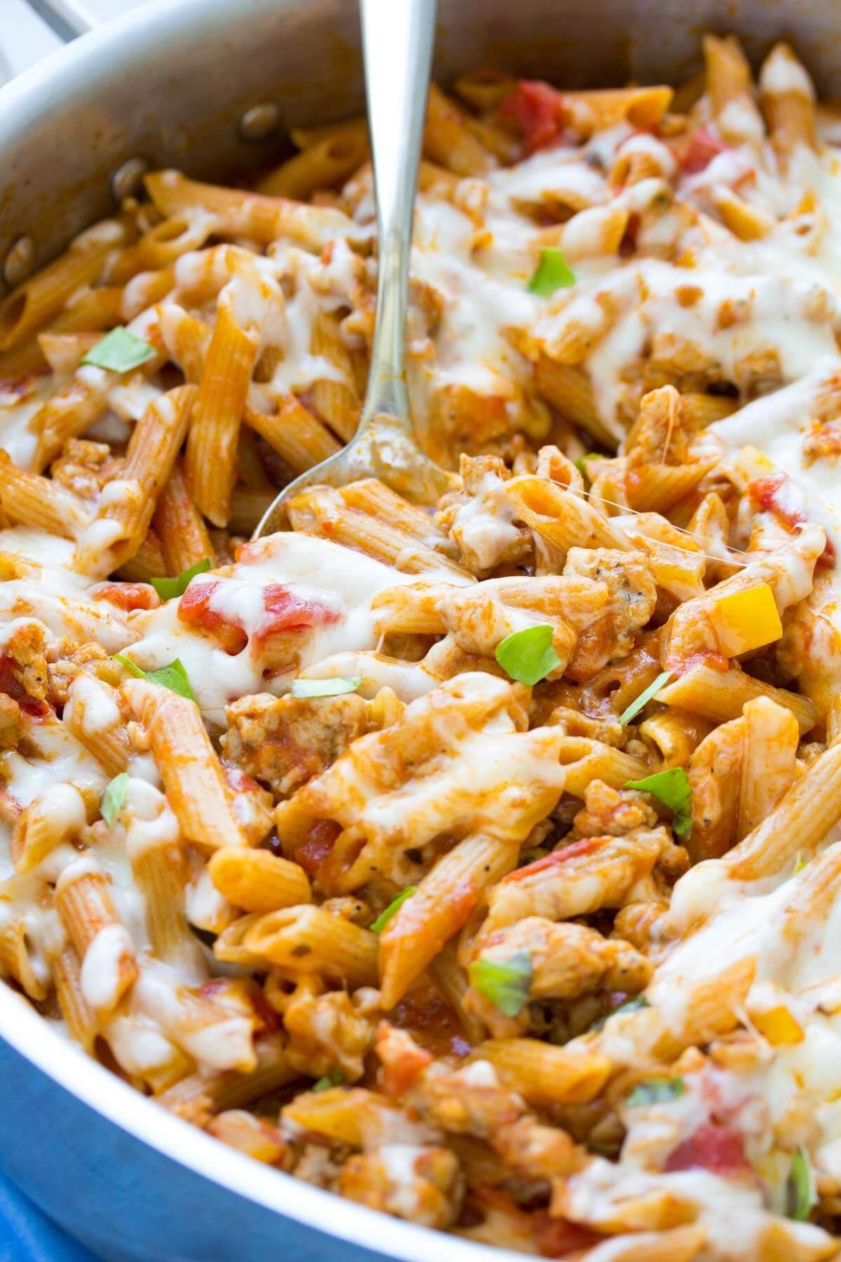 5 Ingredient One Pot Pasta with Chicken Sausage. Ready in 30 minutes!   www.kristineskitchenblog.com