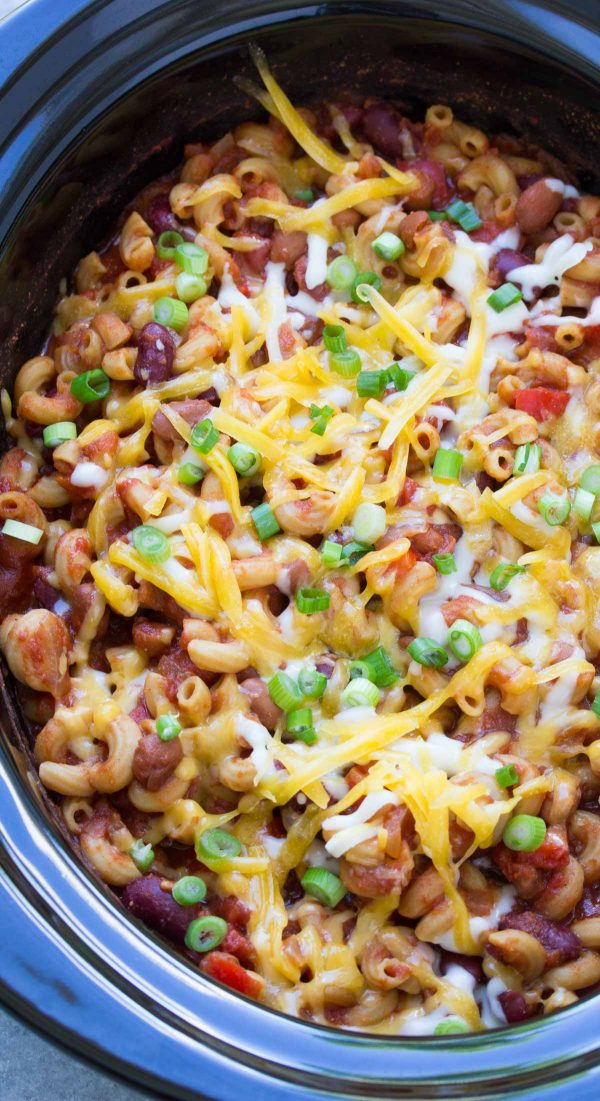 Slow Cooker Vegetarian Chili Mac, filled with pasta, beans, vegetables and cheese! This easy one pot meal will help you save time and feed your family on busy nights! | www.kristineskitchenblog.com