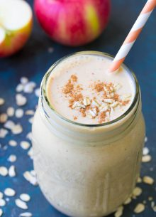 Pumpkin and apple are a perfect pair in this fall Pumpkin Apple Breakfast Smoothie. This healthy smoothie has oats, Greek yogurt, pumpkin and pumpkin pie spice!