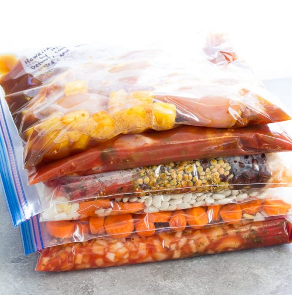 EASY slow cooker freezer meals! A 21 day meal plan with the best freezer to crockpot recipes!